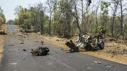 The policemen were travelling in a vehicle to Malkangiri district from Baipariguda in Koraput district on road clearing when the blast occurred